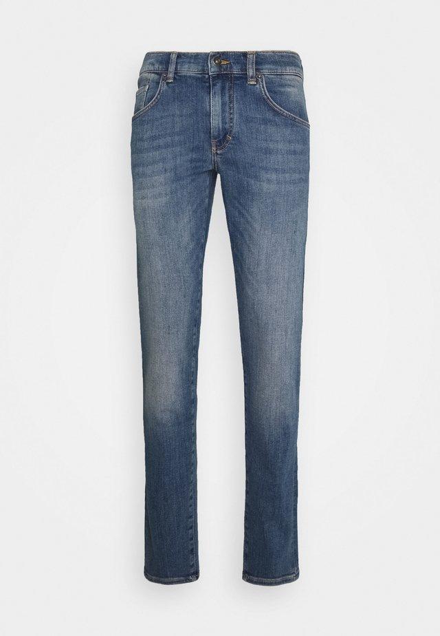 JAY ACTIVE INDIGO JEANS - Jeans slim fit - light blue