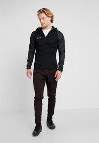 Nike Performance - DRY WINTERIZED - Bluzka z długim rękawem - black/reflective silver - 1