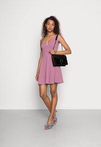 WAL G. - ANNIE ONE SHOULDER SKATER DRESS - Cocktail dress / Party dress - mauve pink - 1