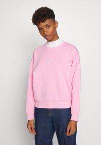 Karl Kani - SIGNATURE CREW - Sweatshirt - pink/white - 0