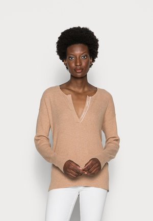 ESSENTIAL OPEN NECK SWEATER - Pullover - soft camel heather