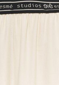 esmé studios - ELOISE WIDE PANTS - Kangashousut - oyster grey - 2