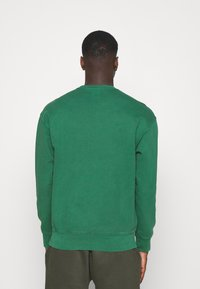 Levi's® - RELAXED GRAPHIC CREW - Sweatshirt - greens - 2