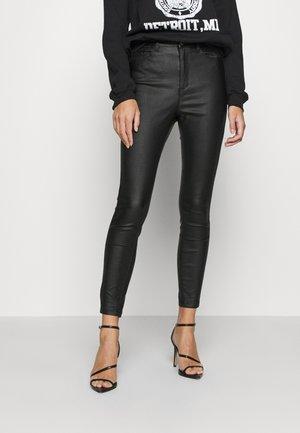 SINNER HIGHWAISTED POCKET COATED - Pantalones - black