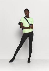 Nike Performance - MILER - T-shirts med print - barely volt/reflective silve - 1