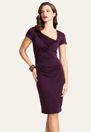 Pouzdrové šaty - dark purple