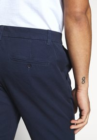 Only & Sons - ONSCAM CROPPED - Chinot - dress blues - 5
