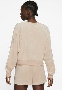 Nike Sportswear - RETRO FEMME CREW TERRY - Sudadera - shimmer - 2