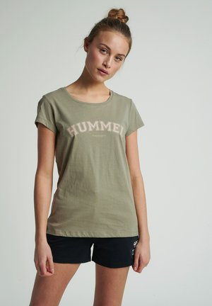 HMLCYRUS - T-shirts med print - vetiver