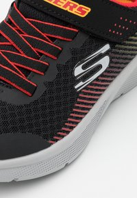 Skechers - MICROSPEC - Trainers - black/red/gold - 5