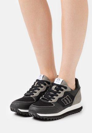 SELVA - Zapatillas - black