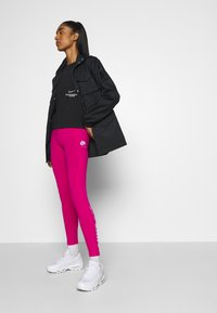 Nike Sportswear - Leggings - Trousers - fireberry/white - 3