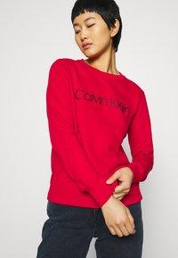 Calvin Klein - CORE LOGO - Sweatshirt - tango red - 3