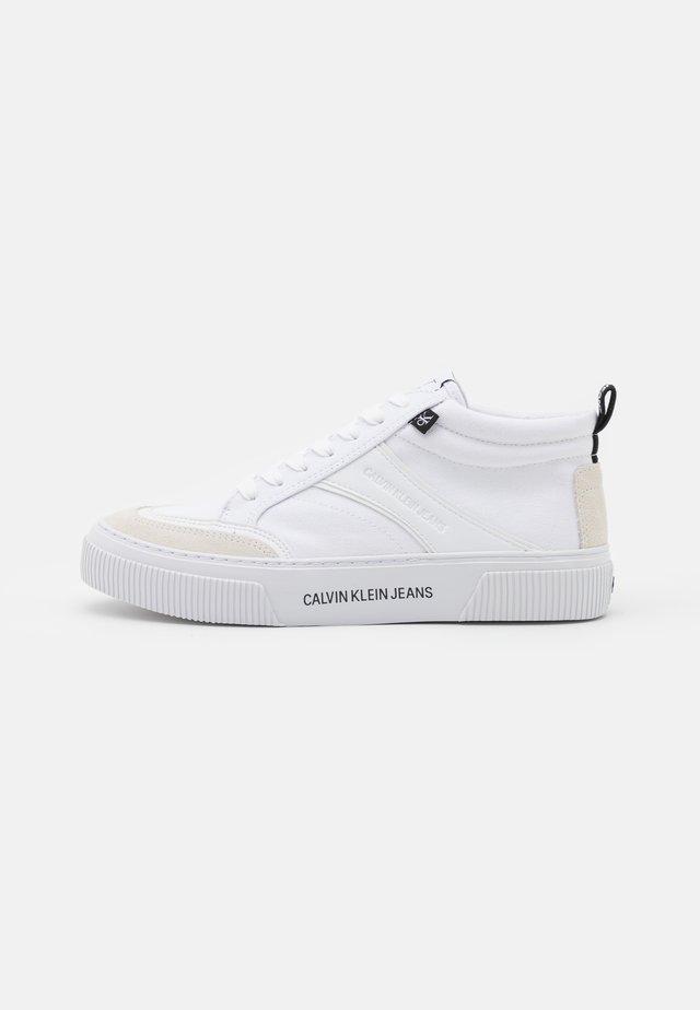 VULCANIZED SKATE MIDLACEUP - Baskets montantes - bright white