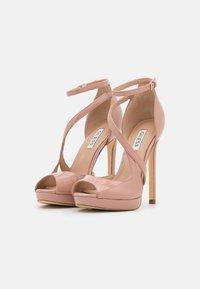 Guess - FINNEA - Sandalen met hoge hak - natu - 2