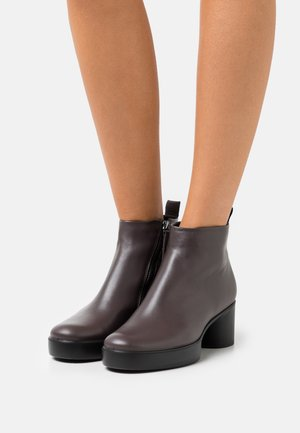 SHAPE SCULPTED MOTION  - Ankle boot - shale