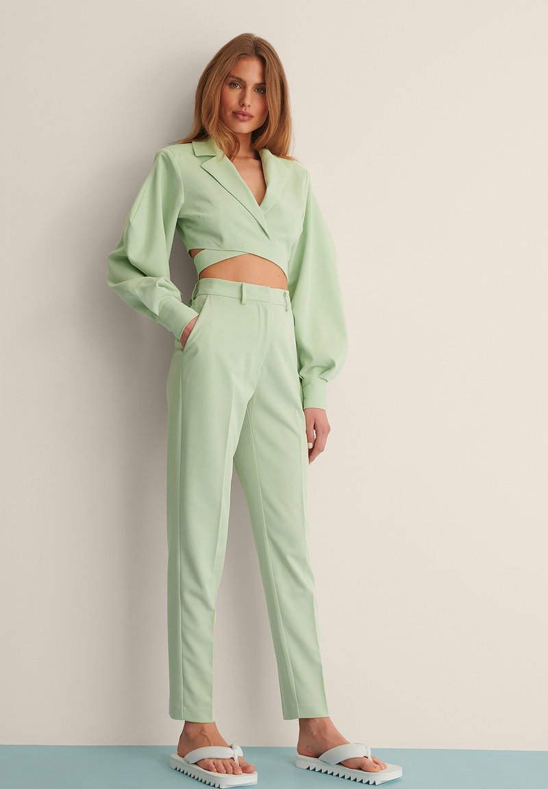 NA-KD - STRAIGHT SUIT PANTS - Trousers - dusty green