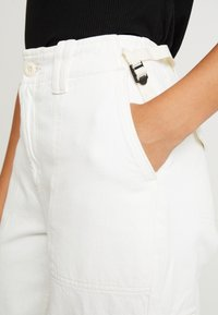 Topshop - REMI UTILITY - Jeans Relaxed Fit - off white - 5
