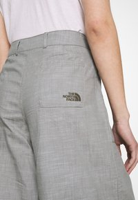 The North Face - TREND PANT - Kalhoty - agave green chambray - 4