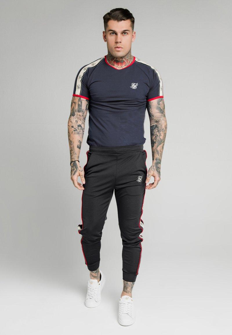 SIKSILK - PREMIUM RINGER GYM TEE - T-shirt con stampa - navy