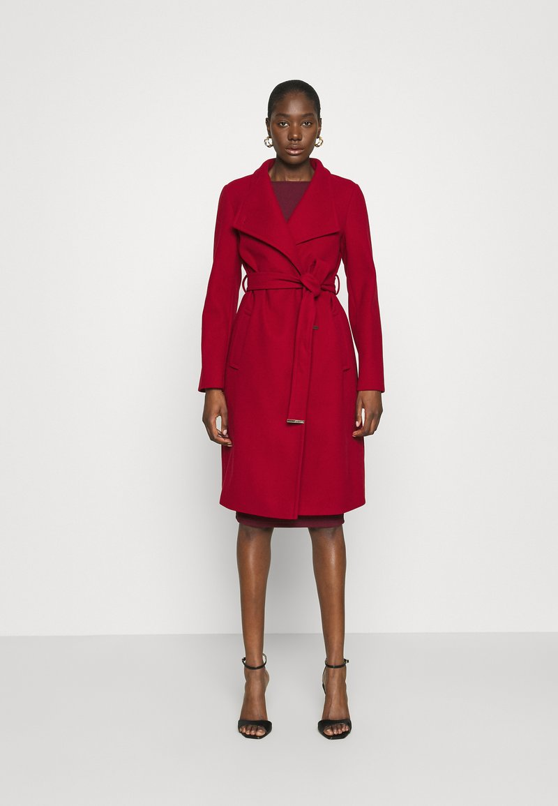 Dorothy Perkins - FUNNEL COLLAR GLOSSY COAT - Classic coat - red
