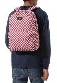 Vans - UA OLD SKOOL III BACKPACK - Rucksack - chili pepper checkerboard - 0