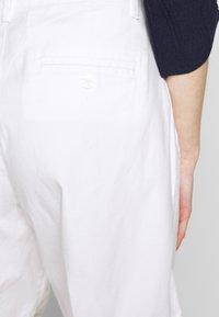 Benetton - BERMUDA - Shorts - white - 3