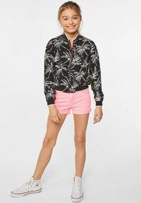 WE Fashion - WE FASHION MEISJES SKINNY FIT DENIMSHORT - Jeansshort - pink - 0