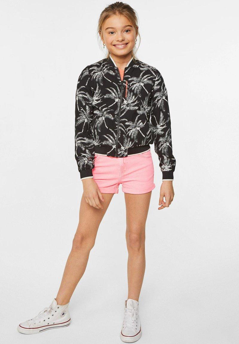 WE Fashion - WE FASHION MEISJES SKINNY FIT DENIMSHORT - Jeansshort - pink