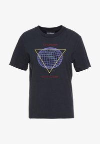 Han Kjobenhavn - ARTWORK TEE - Print T-shirt - faded black - 4