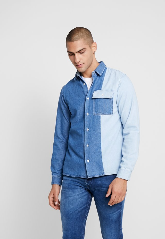 JJIBOBBY JJSHIRT - Shirt - blue denim