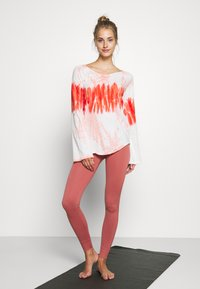Yogasearcher - RAINBOW - Long sleeved top - porcelaine - 1