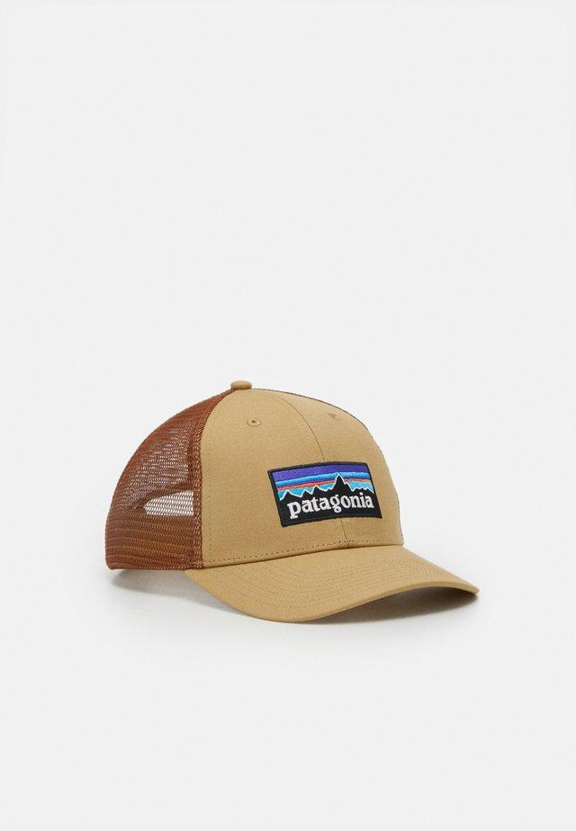 LOGO LOPRO TRUCKER HAT - Pet - classic tan