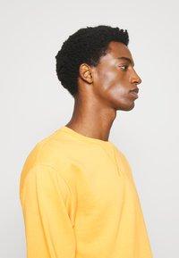 Selected Homme - SLHJASON CREW NECK - Sweatshirts - mango mojito - 3