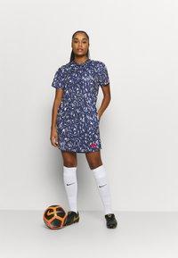 Nike Performance - FRANKREICH FFF DRESS - Vestido de deporte - blackened blue/university red - 1