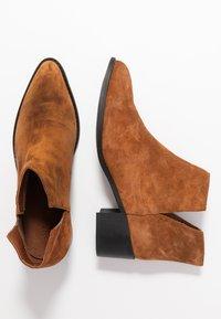 Bianco - BIADARLEY V-CUT - Ankle boots - cognac - 3