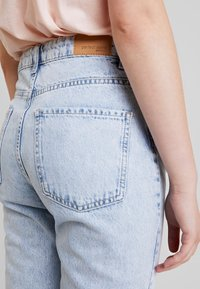 Gina Tricot - DAGNY HIGHWAIST - Jeans relaxed fit - light blue snow - 4