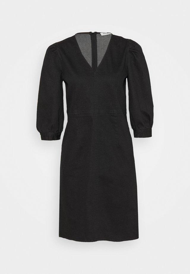 HOLLIE DRESS - Denimové šaty - washed black
