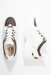 MICHAEL Michael Kors - COSMO TRAINER - Sneakersy niskie - optic white/brown - 3