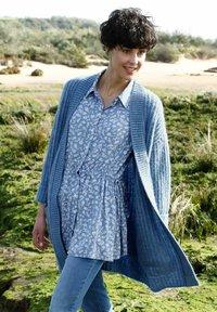 Dress In - Cardigan - rauchblau - 2