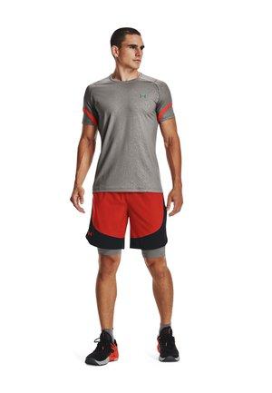 HIIT  - Sports shorts - radiant red / black / phoenix fire