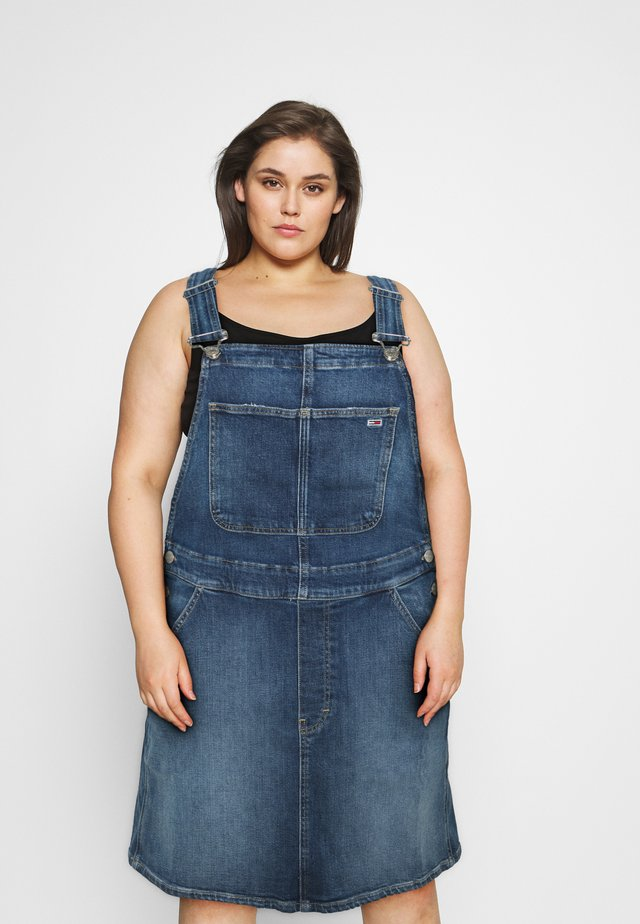 DUNGAREE DRESS  - Denimové šaty - blue denim