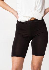 LOVA - Shorts - black