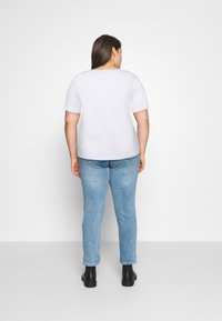 Calvin Klein Jeans Plus - BONDED FILLED TEE - T-shirt con stampa - bright white - 2