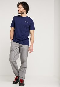 Patagonia - LOGO ORGANIC - T-shirt imprimé - classic navy - 1