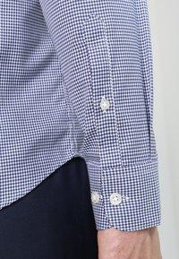 Selected Homme - SLHSLIMNEW MARK - Zakelijk overhemd - dark navy/white - 4