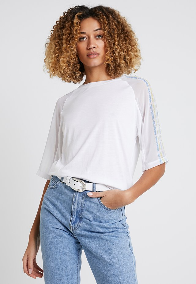 T-shirts med print - off white