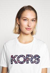 MICHAEL Michael Kors - LOGO - Camiseta estampada - white - 3
