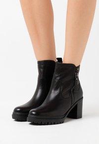 Carmela - LADIES BOOTS  - Korte laarzen - black - 0