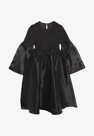 THE SMOCKED ORGANZA DRESS - Koktejlové šaty/ šaty na párty - black